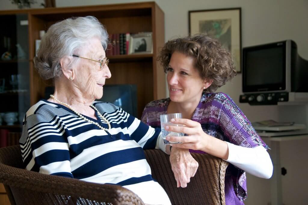 Online Pflegekurs - Kurzzeitpflege / 24 Stunden Betreuung / Pflege / Kombinationspflege / Vereinbarkeit von Beruf und Pflege, Pflegeperson, Schluckstörungen Dyshapgie